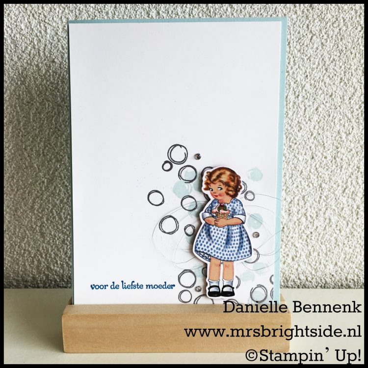 Playful Backgrounds - Birthday Memories DSP - Sentimenten - Silver Embossin' Powder + Versamark - Soft Sky + Pacific Point ink - Soft Sky + Whisper White cardstock - Rhinestones + Silver Metallic Thread